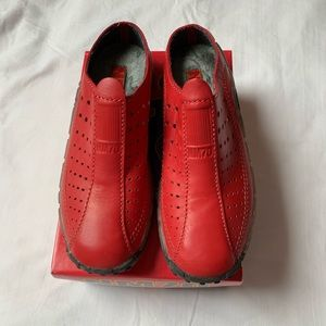NM70 red leather sneaker clog. Size 6.